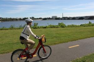 Biking the Mount Vernon Trail on a Capital Bikeshare bike (no traffic!)