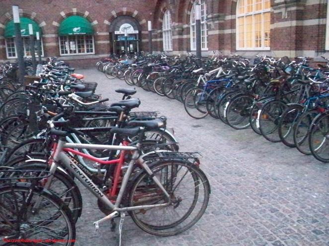 Where do you put your bike in this Copenhagen bike parking?!