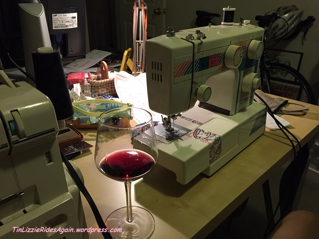 Please note:  I don't normally put anything on my sewing table, not even water! But it makes a nice picture, nicht war?