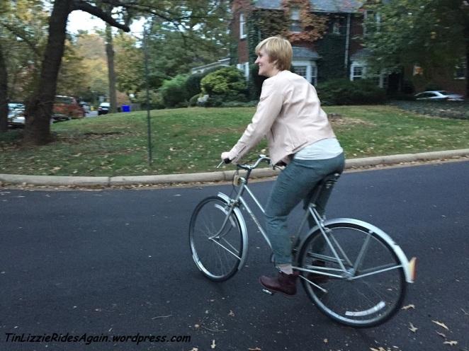 I feel like a giantess on this bike frame.