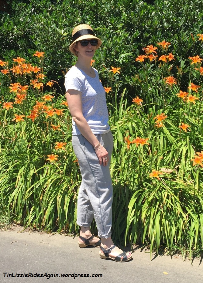 Not the most flattering photo, nor the sexiest of outfits, but I love the way the butterfly tee and the linen pants work together!