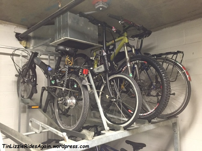 The vent over these upper racks makes them fairly unusable for any bike but folders!